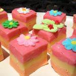 strawberry fudge with sugar flip flops and sugar flowers