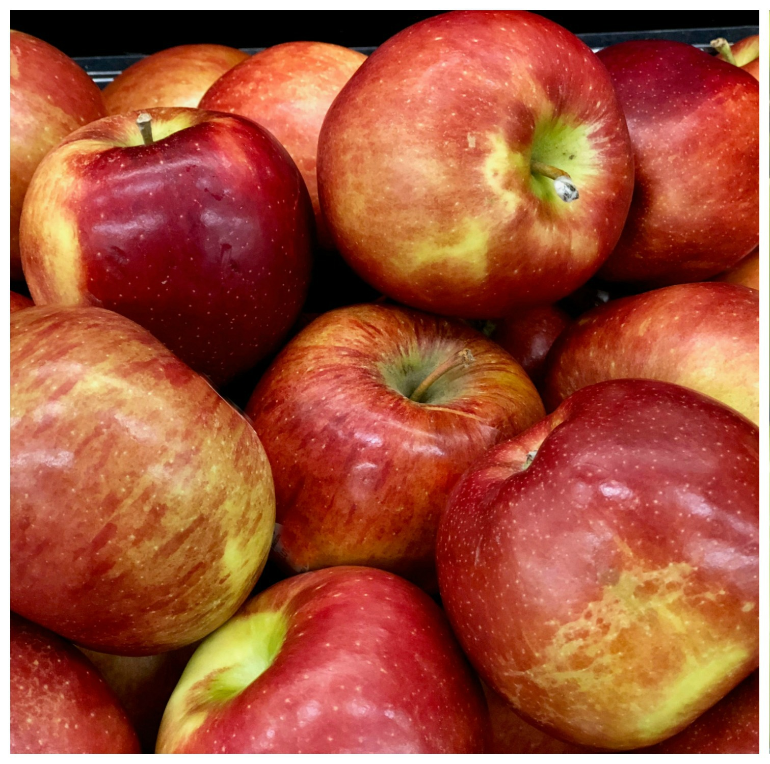 red apples in a pile