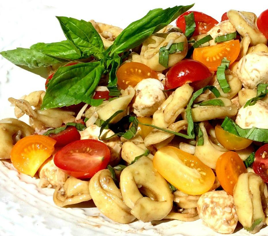 tortellini pasta salad with mozzarella and tomatoes