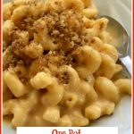macaroni and cheese topped with breadcrumbs and text overlay