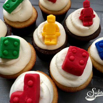 Nunjago inspired Lego Cupcakes topped with fondant legos will make the kids very happy! cupcakes |Legos | fondant | fondant Legos | cupcake toppers | fun for kids | Ninjago movie