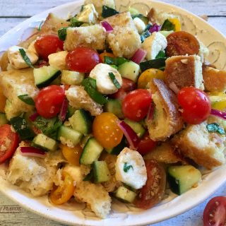 Panzanella is the classic Tuscan bread salad bursting with heirloom tomatoes, cucumber, mozzarella and fresh basil! bread salad | summer | fresh produce | tomato salad | bread salad | easy recipe | fresh produce | #swirlsofflavor