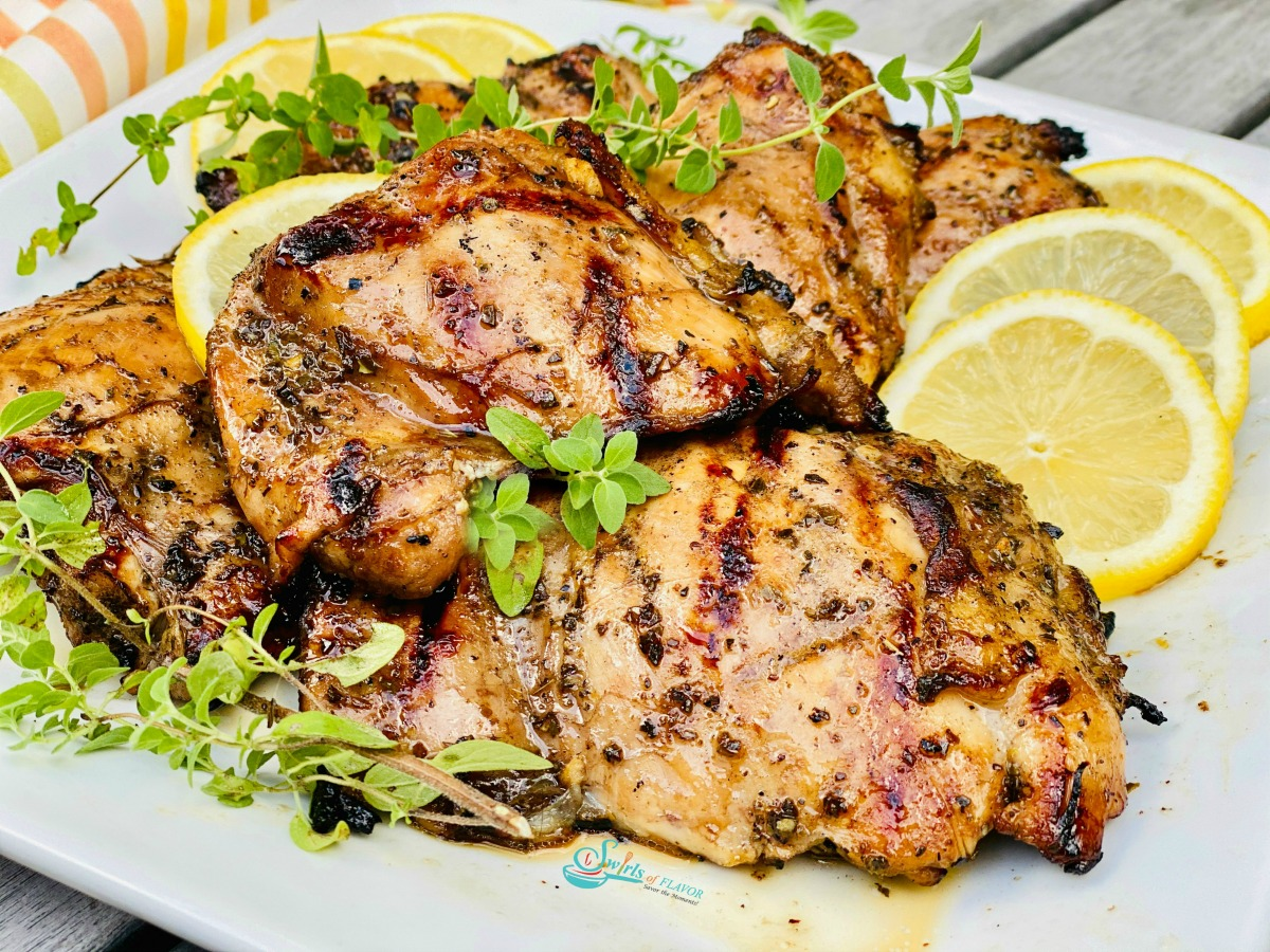 barbecued chicken with oregano and lemon slices